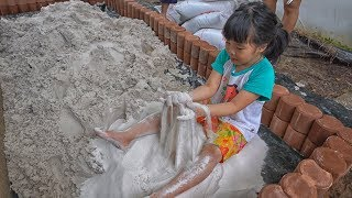 Nong Tookjai / Making a new sandpit.