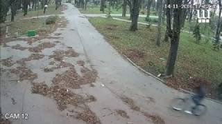 Общинските охранителни камери заснеха кражба на колело в Градската на Шумен