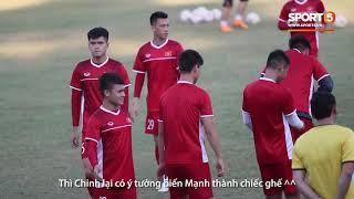 Đức Chinh bắt nạt Duy Mạnh, Quế Hải loay hoay vì áo mưa ép cân | AFF Cup 2018