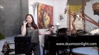 Notas de piano con dulce voz , fiesta sorpresa