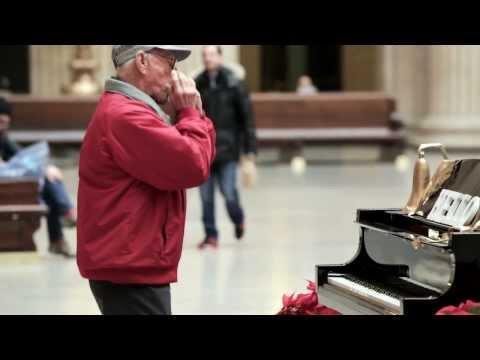 Kouzelný klavír na nádraží