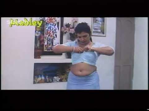 Mallu actress Sajini aunty boobs show