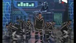 Chris Brown ft T-Pain-kiss kiss live