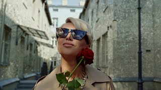Kadr z teledysku To co dał nam świat tekst piosenki Paulla, Krzysztof Krawczyk