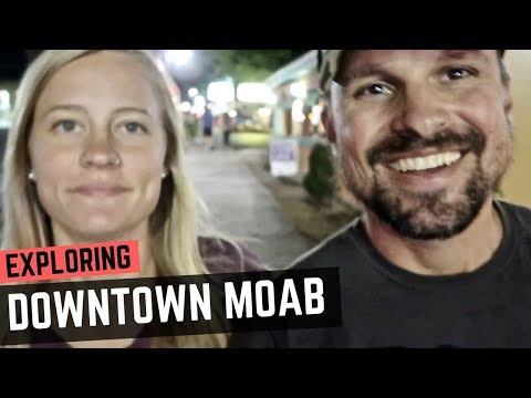 Exploring Downtown Moab at Night 🚐💨🌌 Things to do in Moab, Utah