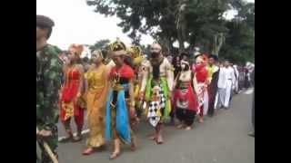 preview picture of video 'Wonosobo 2014 : Karnaval Gelegar Karya Pelajar Bagian 2 [medium]'