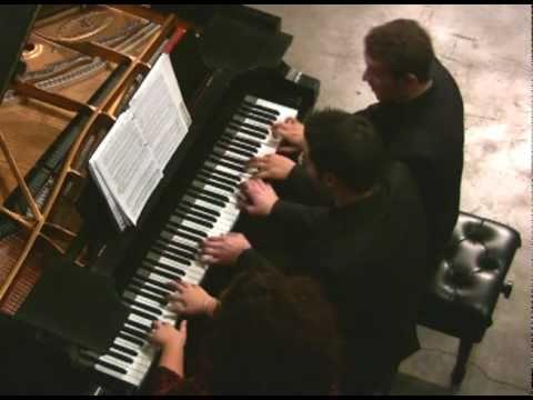 נגינת פסנתר נפלאה עם 6 ידיים