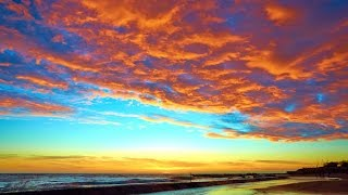 What determines the skies colours at sunset and sunrise?