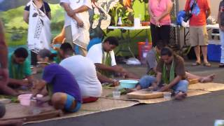 preview picture of video 'Poi Pounding (Taro Pounding) - Wailuku First Friday on Maui'