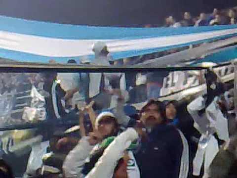 """""""se lo fuma todo - INDIOS KILMES"""" Barra: Indios Kilmes • Club: Quilmes"""
