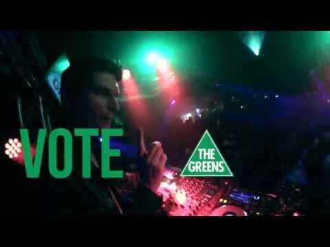 Watch Greens Senator Scott Ludlam DJ A Nightclub