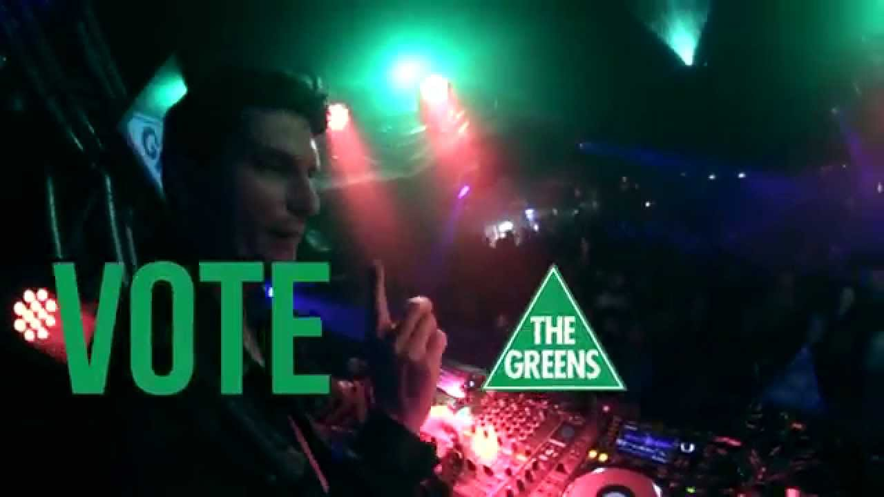 Watch Greens Senator Scott Ludlam DJ A Nightclub