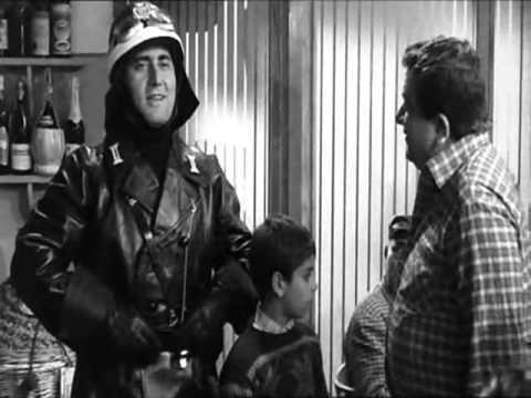 Alberto Sordi - IL VIGILE - la pernacchia