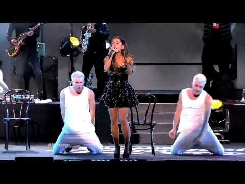 Ariana Grande Hitting High Notes Like Its Nothing!!
