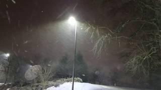 Snow beings to fall in Atlanta