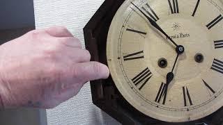 Часы настенные круглые Junghans Le Roi a Paris