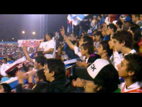 """""""Porque con vino y falopa"""" Barra: Los Cruzados • Club: Universidad Católica"""