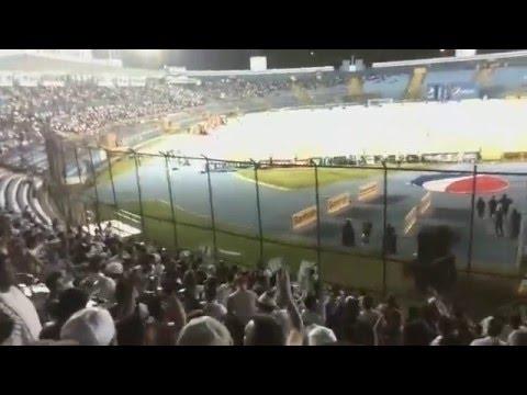 """""""Vamos vamos cremas vamos a ganar"""" Barra: Vltra Svr • Club: Comunicaciones"""