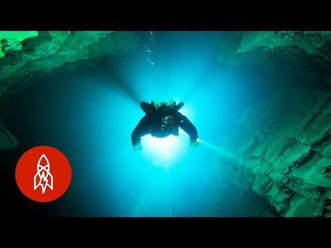 Jeskyně pod Budapeští - Great Big Story