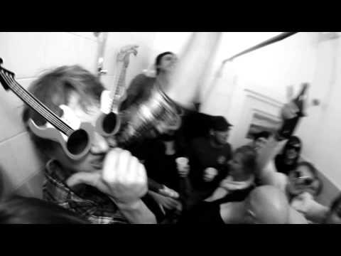 SCHMUTZKI // DISKO DIKTATUR // HD