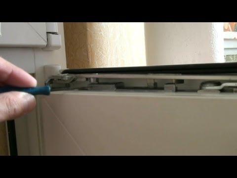 Створка окна открывается одновременно в двух положениях. Ремонт пластиковых окон своими руками.