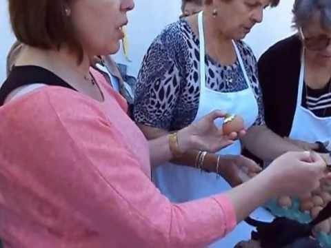 Βάφοντας αυγά με φυσική βαφή