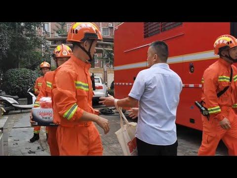 GLOBALink | People in flood-hit Henan show gratitude toward visiting firefighters