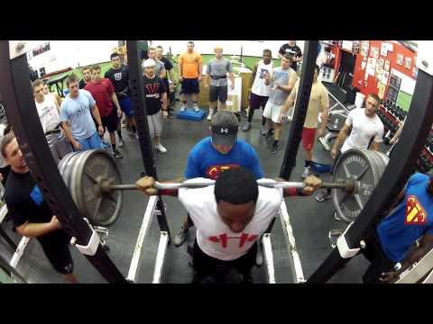 Varsity House Gym - Rack Cam - Yamir Ortiz Squats 605lbs