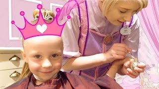 Nastya goes to the salon for princesses