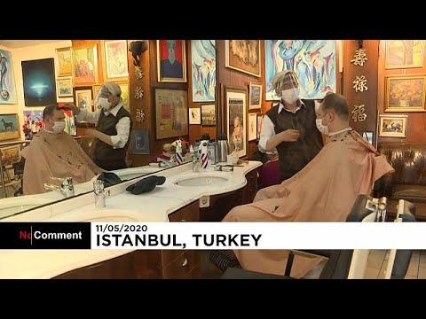 Ανεβάζουν ξανά ρολά τα κομμωτήρια της Κωνσταντινούπολης…