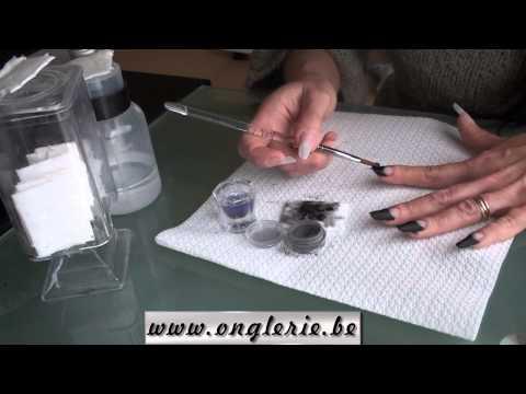 Le microorganisme végétal sur les pieds chez lenfant de 8 années