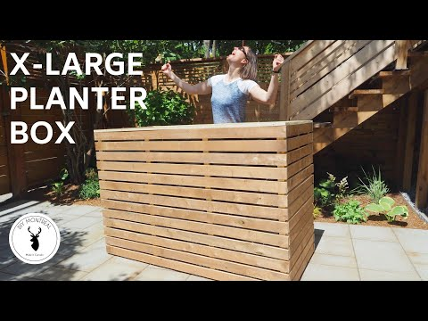 DIY slatted planter box // raised garden | with plans