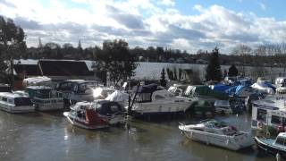 preview picture of video 'Thames flooding at Walton on Thames, Bridge Marine, 11th Feb 2014'