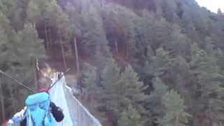 preview picture of video 'Última ponte pênsil na trilha entre Lukla e Namche Bazaar'