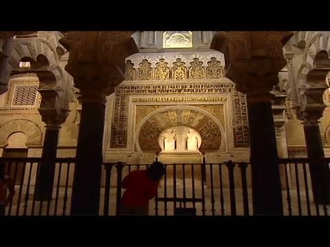 CNN: Muslims, Christians debate sharing mosque