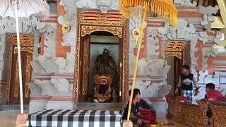 Jak si děti na Bali hrají