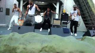 JLS - The Club Is Alive (at six flags great america 8-10-10)