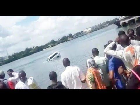 BREAKING NEWS : Hatimaye Gari Lililozama Ferry Laonekana / Lilianguka upande / watu walifunga vioo