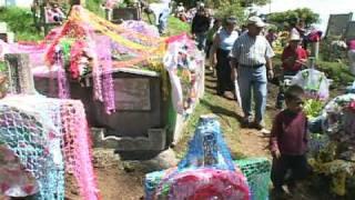 preview picture of video 'Día de los Santos, 1ro. de Noviembre 2009. Santa Catarina Pinula.'