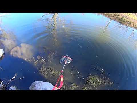 Come usare il cercatore di profondità sonico per pescare di video
