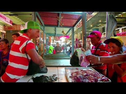 العرب اليوم - شاهد : الأزمة الاقتصادية في فنزويلا تدفع الناس إلى أكل اللحوم الفاسدة