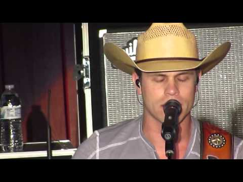 "Dustin Lynch ""She Cranks My Tractor"" And ""Hurricane"""