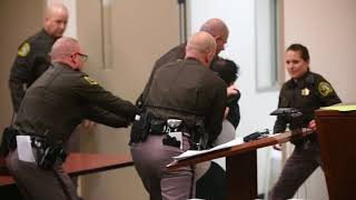 Man struggles against deputies as he is sentenced for murdering a 4-year-old (Graphic Content)