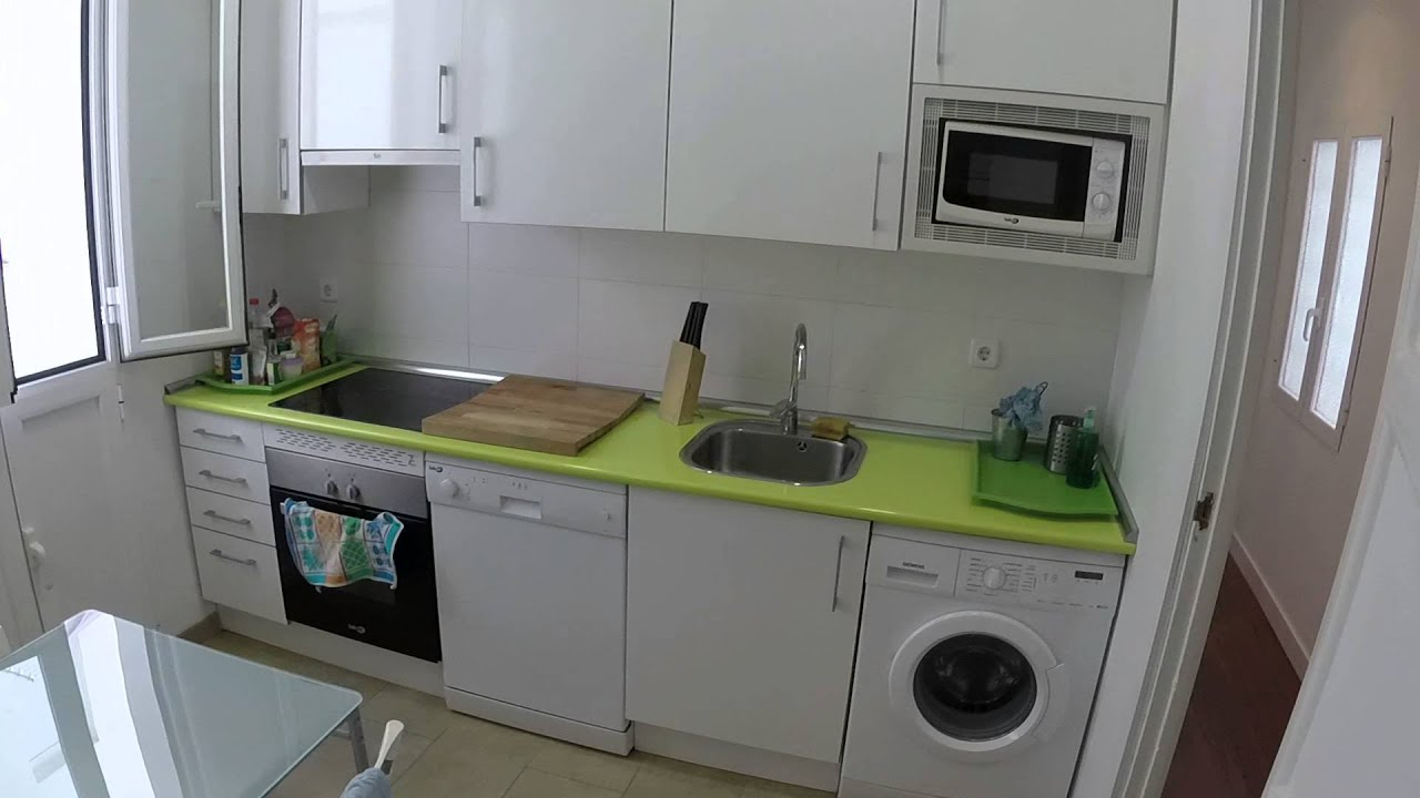 Wonderful room with standalone wardrobe in shared apartment, Retiro