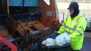 A Day On The Bins With Me The Dumpy Dustman!