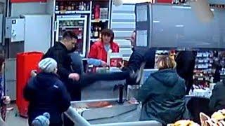 Бухой единоборец швыряет телегу в супермаркете. Real video