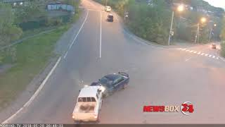 Лобовое столкновение зафиксировала камера наружного наблюдения по ул.Пограничная в Находке