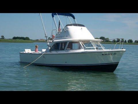 Bertram 31 Flybridge Cruiser video