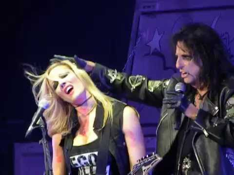 "Alice Cooper - ""Poison"" with Nita Strauss guitar solo - Huntsville, AL 8-9-16"