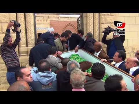 وصول جثمان إبراهيم نافع إلى مثواه الأخير بمقابر الواحات